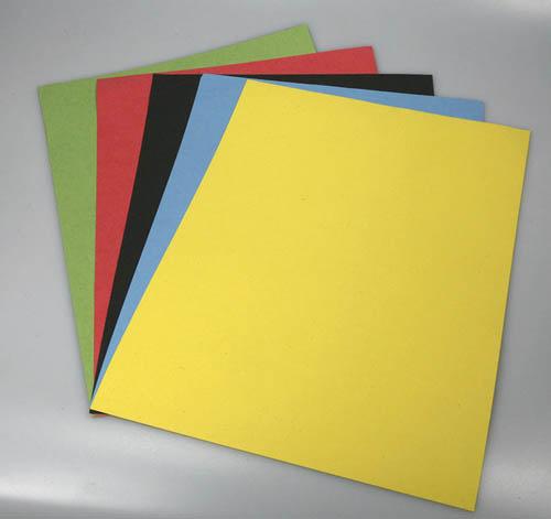 Barevný karton - A4 / 180 g / černá